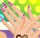 Garota pintura das unhas