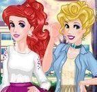 Vestir e maquiar princesas universitárias