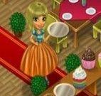 Garçonete servindo comida no restaurante