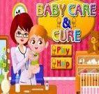 Médica cuidando de Bebê