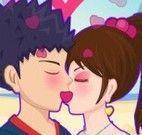 Beijo apaixonado na praia