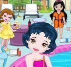 Bebê princesas limpar piscina