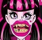 Draculaura cuidado com os dentes