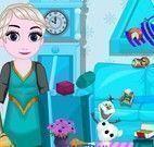 Bebê Elsa limpeza da sala