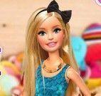 Vestir e maquiar boneca Barbie