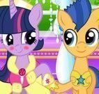 Casal My Little Pony beijar