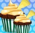 Elsa fazer cupcakes chocolate com chantili
