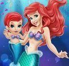 Ariel e bebê brincar