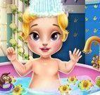 Aurora bebê na banheira