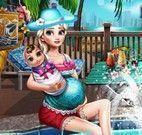 Elsa grávida na piscina