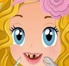 Cuidar dos dentes da menina