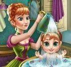 Anna cuidar da bebê Frozen