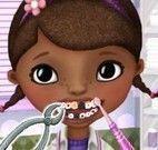 Cuidar dos dentes da Doutora dos brinquedos
