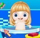 Bebê fada na banheira