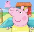 Peppa Pig pular na piscina