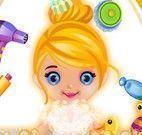 Cinderela bebê no banho