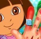 Mão machucada da Dora