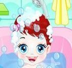 Banho de banheira no bebê