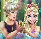 Elsa na jacuzzi