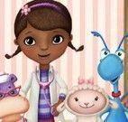 Doutora Brinquedos cuidar dos bichinhos