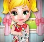 Bebê cuidar do gato