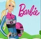 Barbie dirigindo Moto