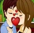 Beijar na praça escondido