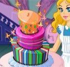 Comer bolo de aniversário