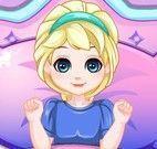 Decorar colcha da cama da Elsa bebê