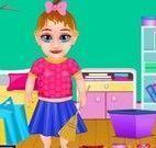 Bebê limpar quarto
