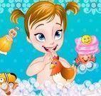 Anna bebê no banheiro