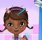 Doutora brinquedos no chuveiro