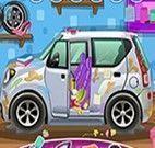 Garota limpeza dos carros
