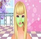 Limpeza facial e maquiagem da garotinha